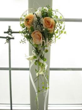 Brautstrauß in liebevoller handarbeit wurde in das drahtherz callas